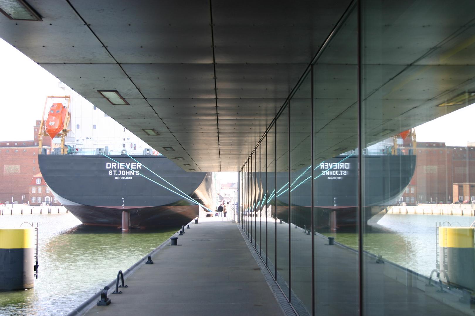 Hansestadt Wismar -Schiffsneubau im Wismarer Hafen-