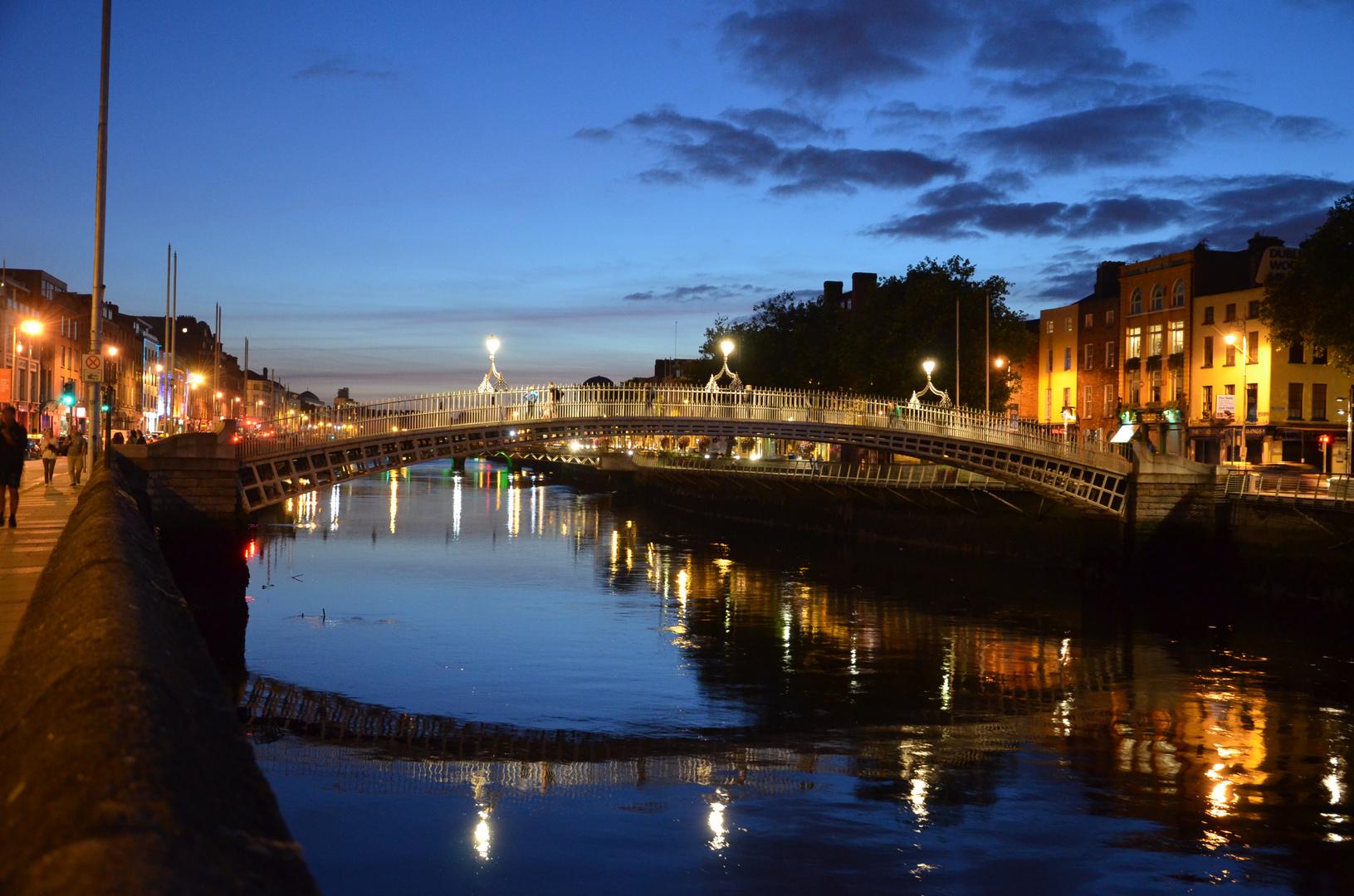 Ha'penny Bridge - Dublin - Ireland