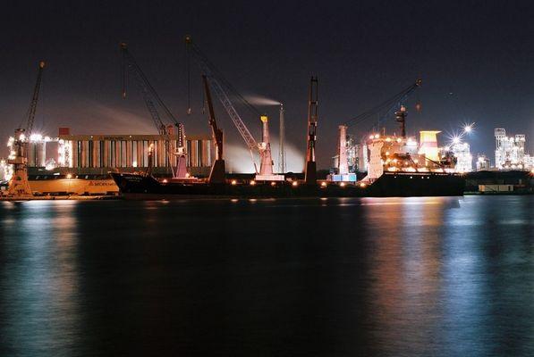 Harbour by night Antwerpen