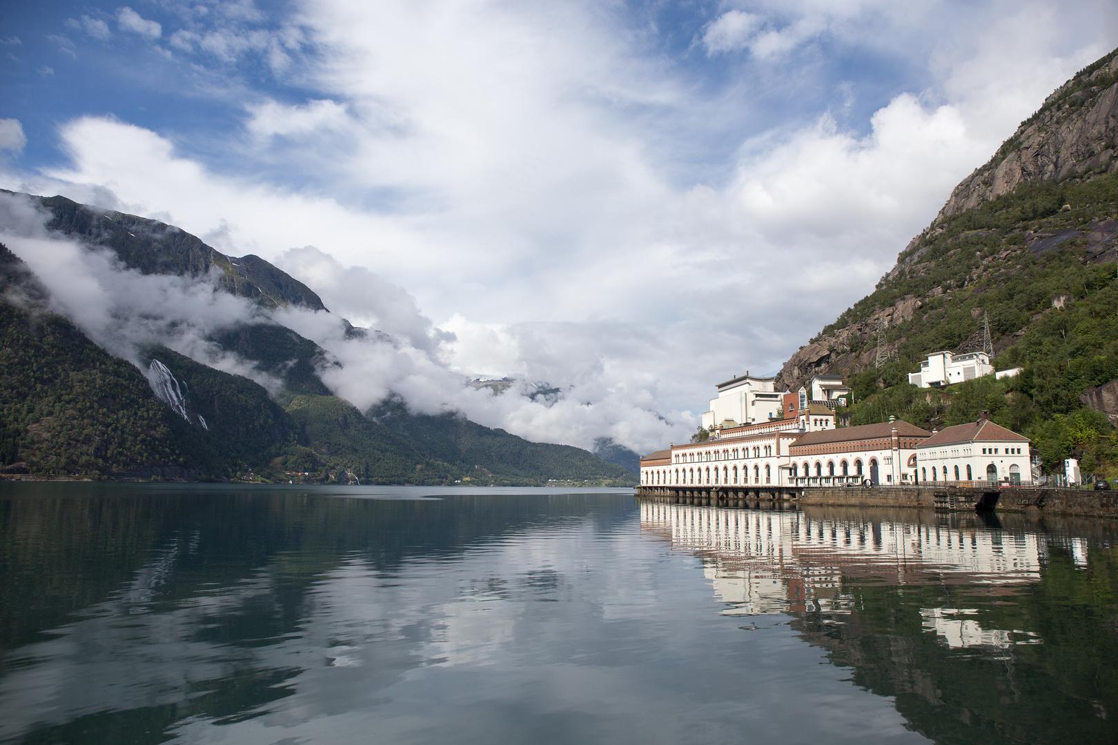 Hardangerfjord - Norwegische Wasserkraft- und Industriestadtmuseum
