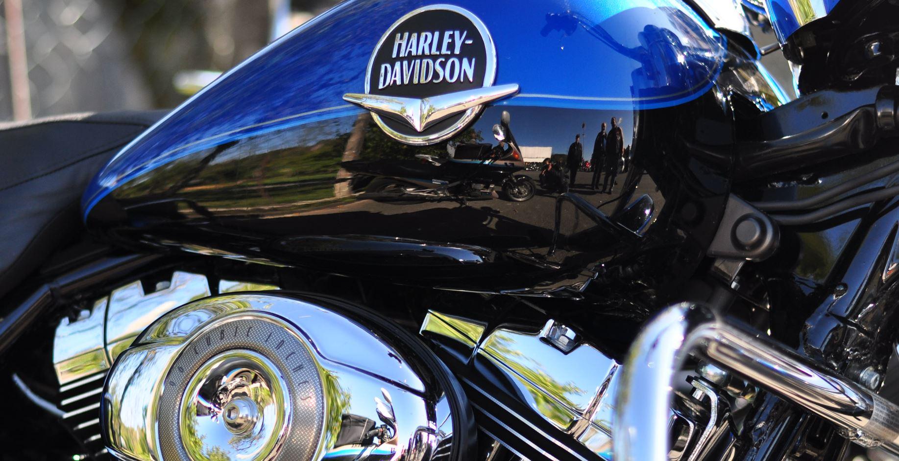 Harley Davidson - Fotografin im Tank