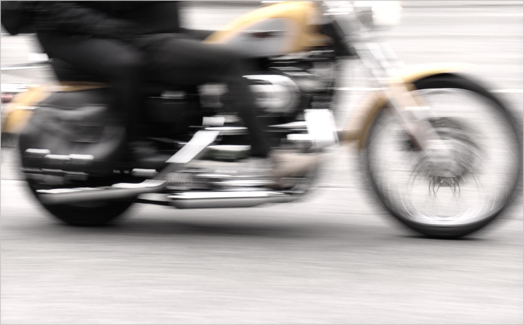 ...Harley Days in HH, 2011 ! Schrill, laut und sexy...:-)