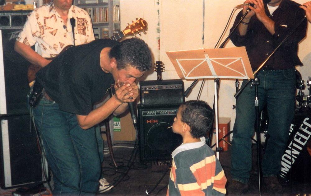 Harmonica Jones on stage - mess with the kid