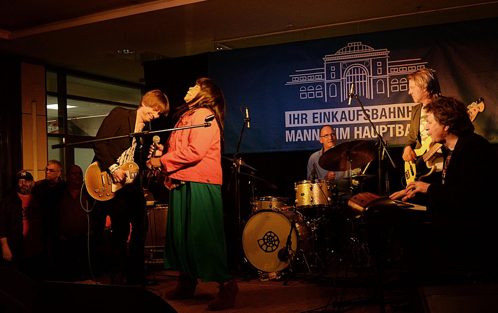 Harriet Lewis & Gregor Hilden Band