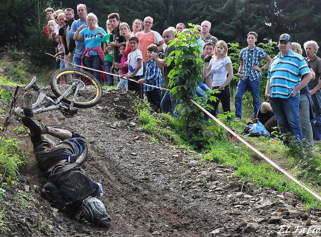 Harte Landung beim Rasenrennen in Olpe