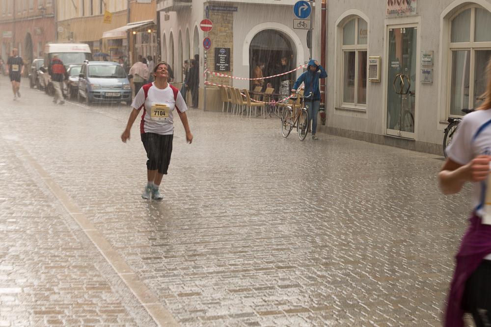 Harte Probe: Kopfsteinpflaster und Regen beim Marathon
