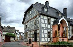 Hattenheim - Fachwerkhaus in der Hauptstraße - ganz neu renoviert