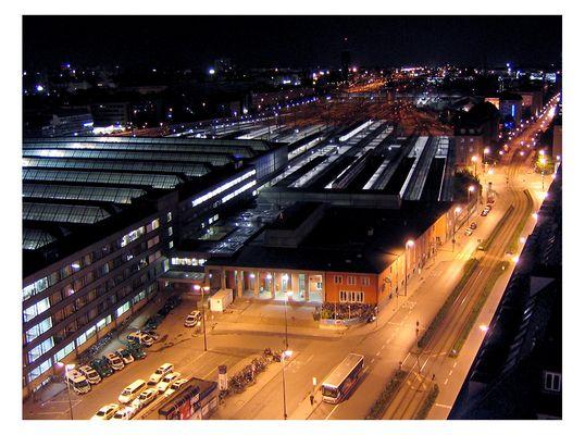 +++ Hauptbahnhof bei Mitternacht +++