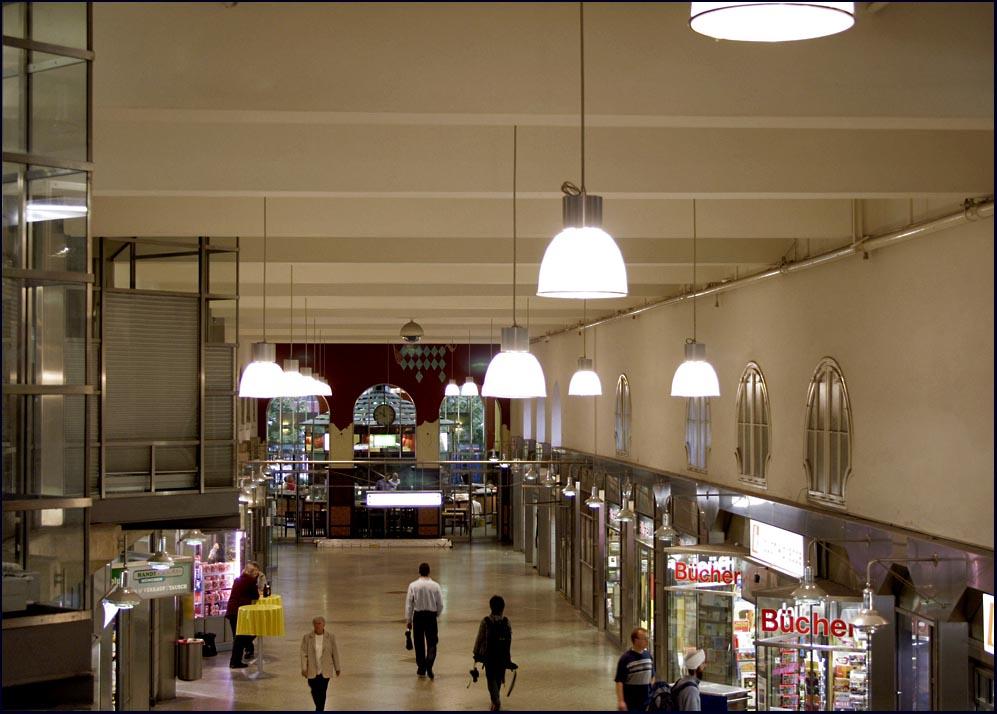 Hauptbahnhof, Nebenhalle