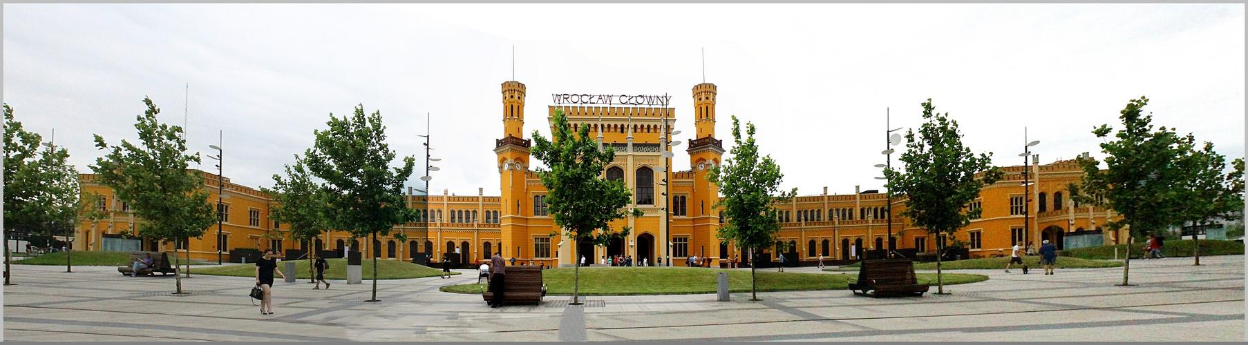 Hauptbahnhof Wroclaw ( Breslau) im Tudorstil