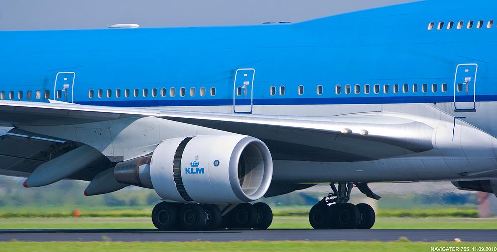 Hauptfahrwerk einer B747-400 der KLM