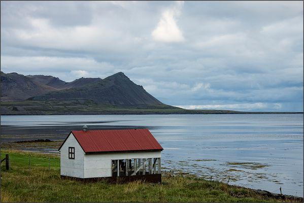 Haus am Meer mit überraschendem Inhalt