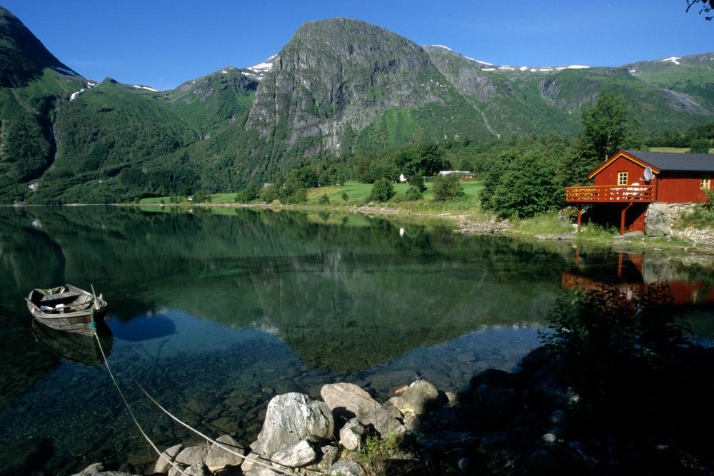 Haus am see in norwegen foto bild landschaft bach for Norwegen haus