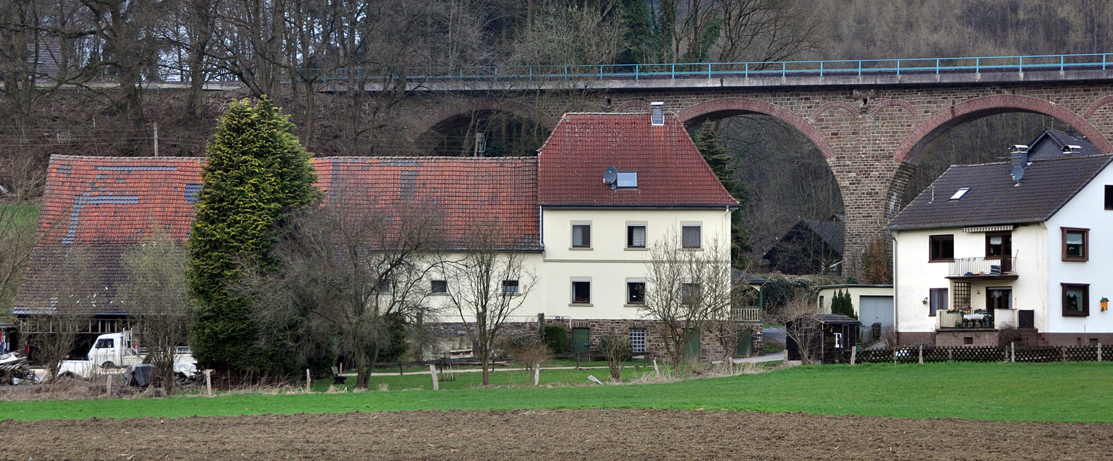 Haus an Brücke