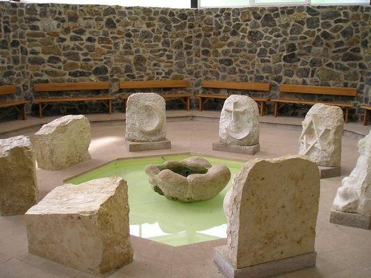 Haus der Religionen im Park Steinzeichen