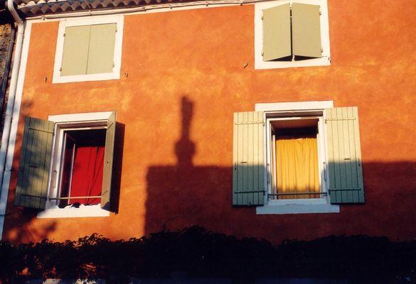 Haus-Fenster-Farben .... in Savalas (Südfrankreich)