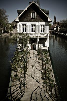 Haus im Fluss