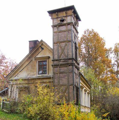 Haus mit Fachwerkturm