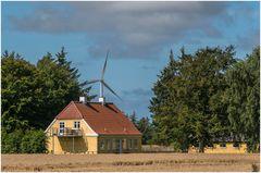 Haus mit Windkraft