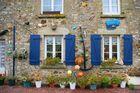 Hausfront in der Bretagne