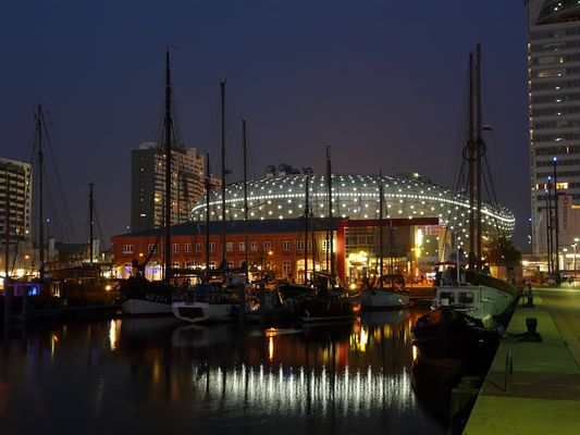 Havenwelten Bremerhaven bei Nacht