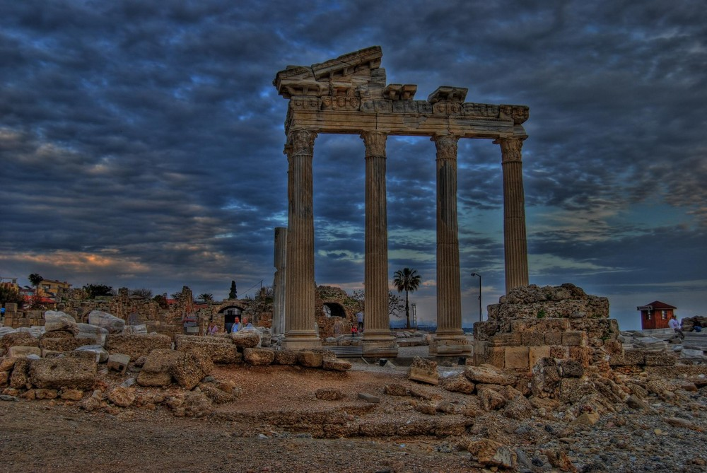 HDR Apollon Tempel Side