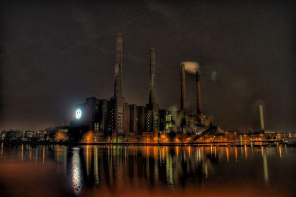 HDR-Aufnahme Volkswagen AG Werk Wolfsburg bei Nacht