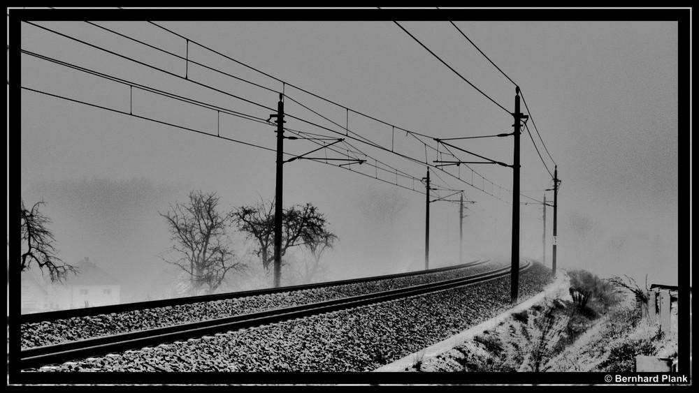 HDR Eisenbahnlinie in Scharz-Weiß