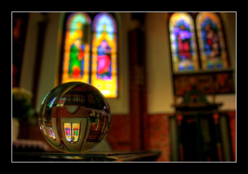 HDR Kirche in Kristallkugel