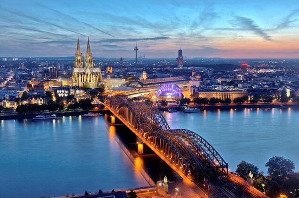 HDR Köln Zentrum in der blauen Stunde