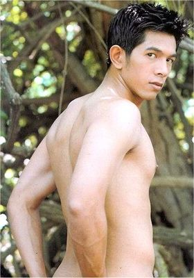 He is the most beautiful man I met in Chungl City, Taiwan. It is fun to meet handsome men during the
