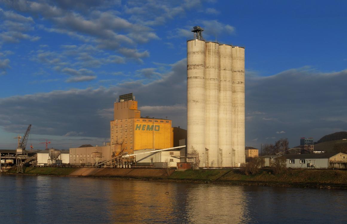 Heilbronn. Industrielandschaft am Neckarhafen