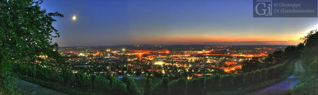 (Heilbronn) zwischen aufgehendem Mond und untergehender Sonne