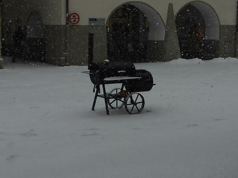 Heiße Maroni im Schneefall