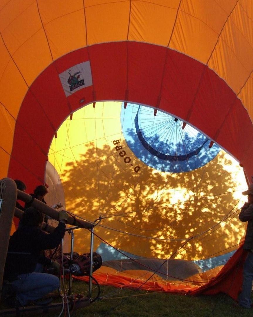 Heißluftballon beim Aufrüsten