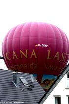 Heißluftballon bereit zur Landung