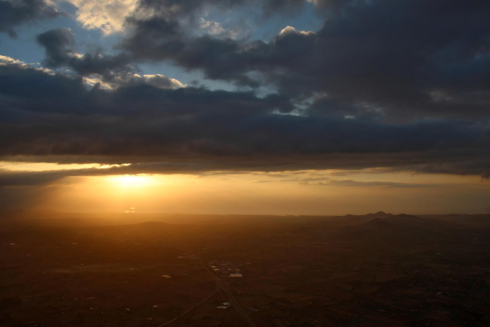 Heißluftballonfahrt bei Sonnenaufgang