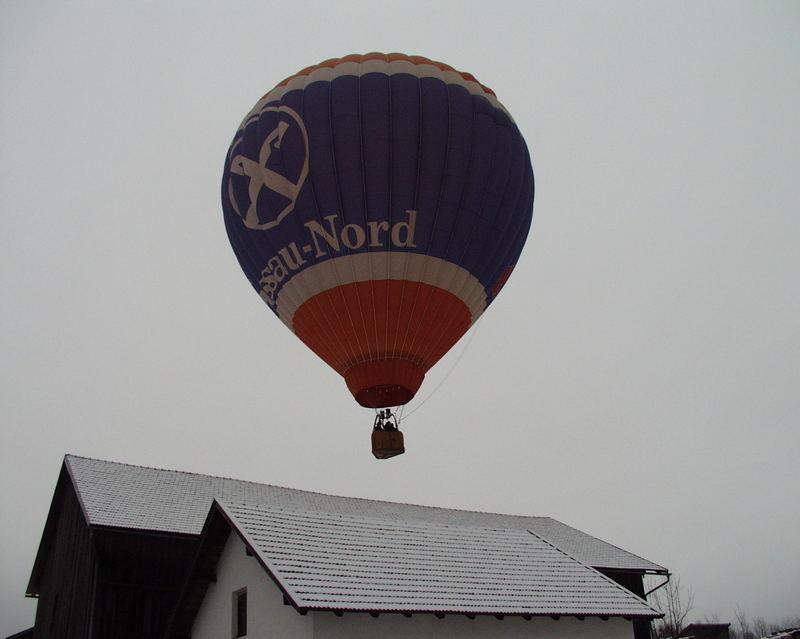 Heißlutballon im Winter