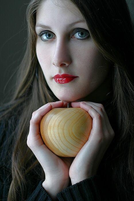 Helena mit Apfel