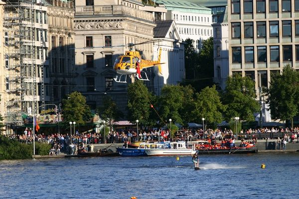 Heli-Wakeboarding in der City I