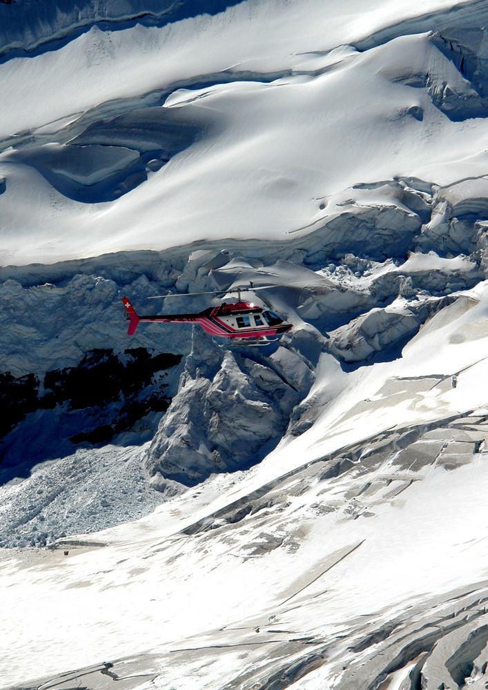 Helikopter flug über das Jungfraujoch