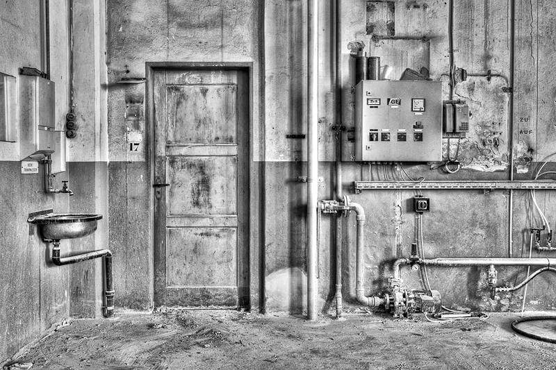 Helligkeitskontraste in der Fabrik - Ausgang