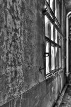 Helligkeitskontraste in der Fabrik - Fenster