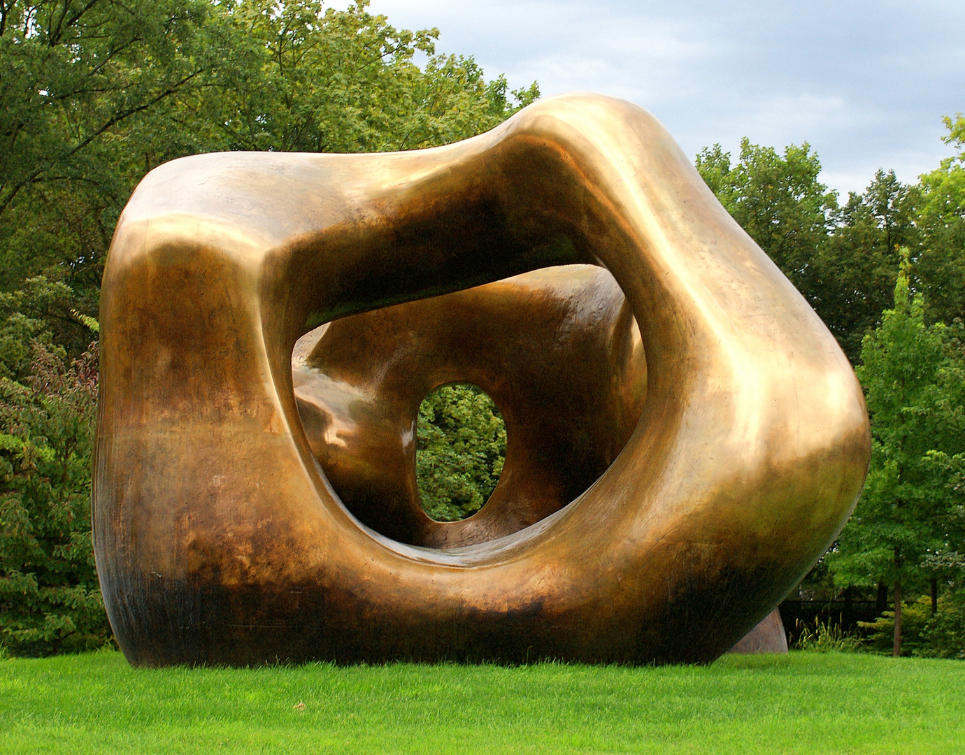 """Henry Moore: Large Two Forms"" in Bonn"