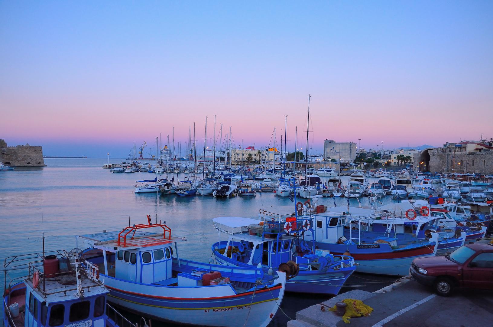 Heraklion - blaue Stunde am Hafen