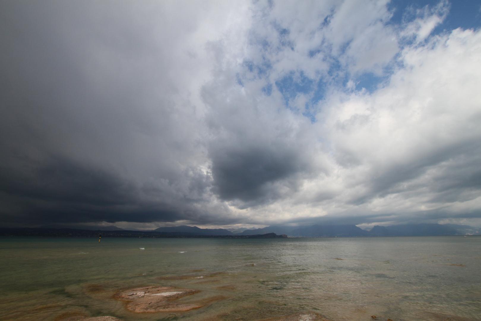 Heraufziehendes Gewitter am Gardasee II