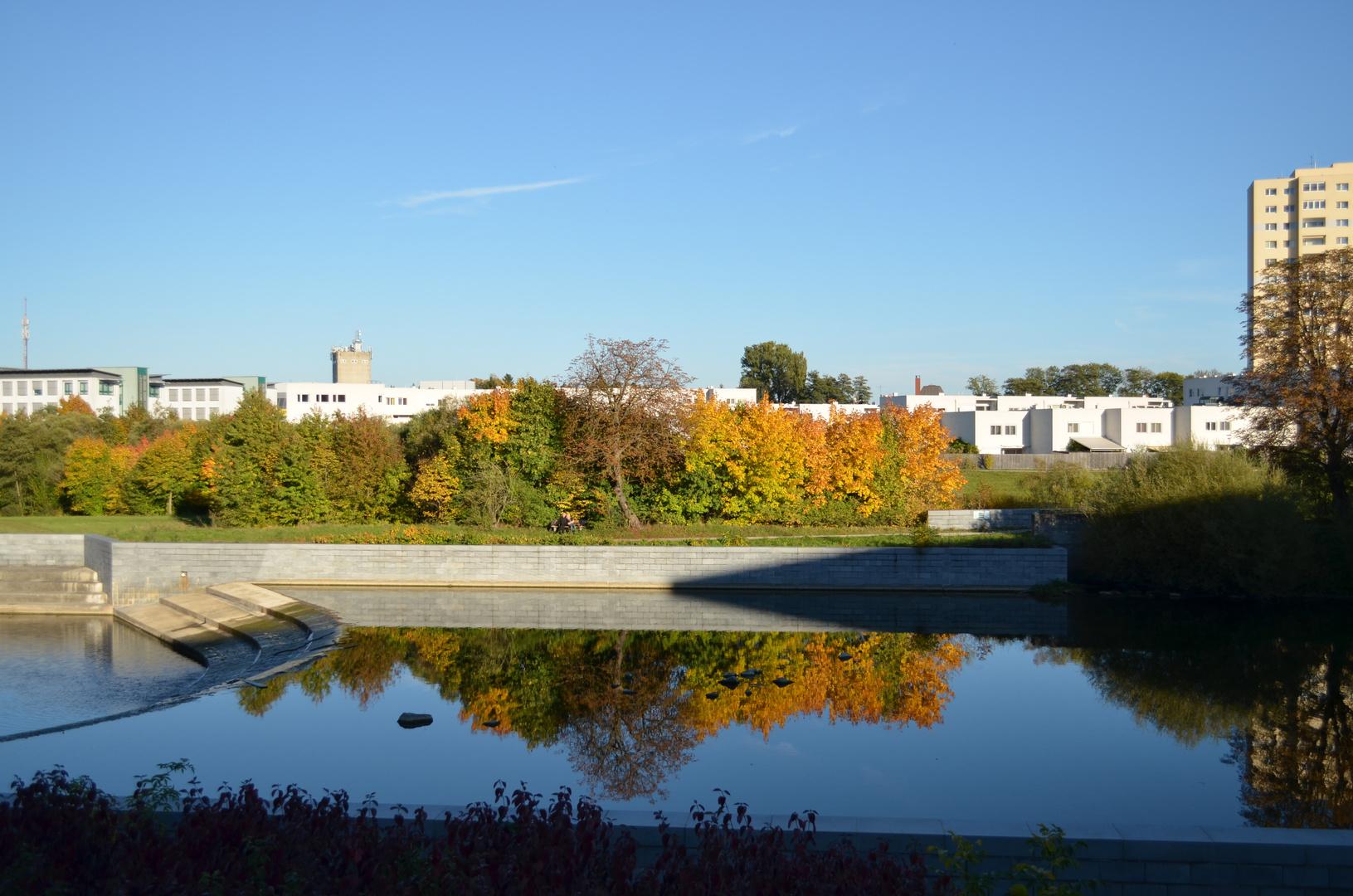 Herbst-Farben im Wasser