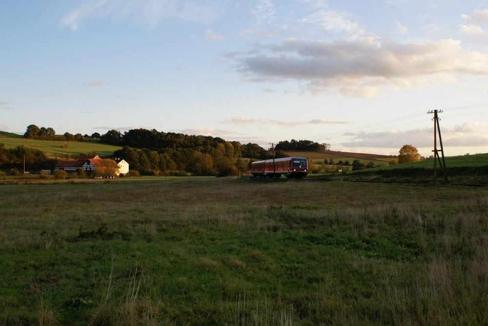 Herbstabend an der Burgwaldbahn
