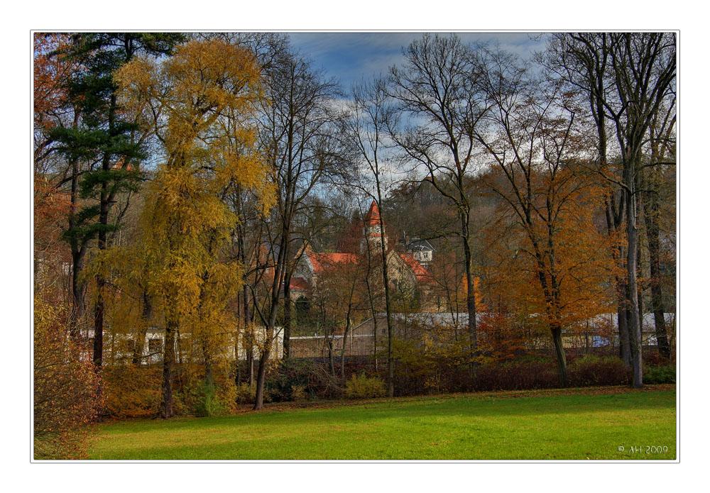 Herbstbild mit Kapelle