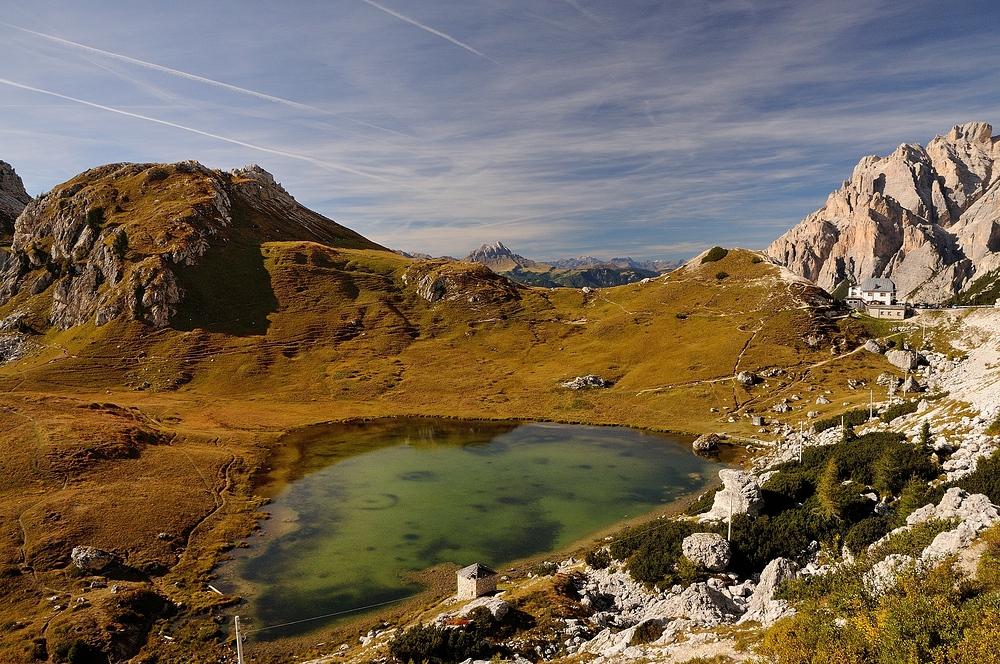 Herbstfarben am Falzàrego Pass (Dolomiten), manchmal hat man das Gefühl in...